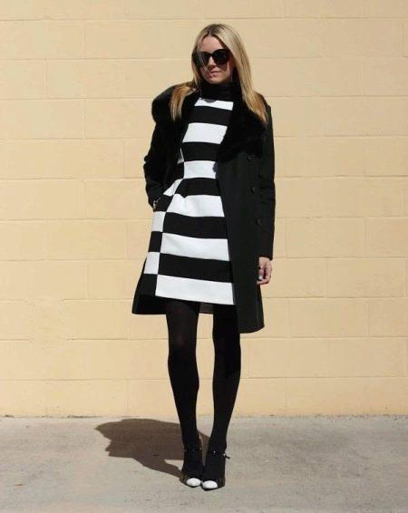 Пальто к платью с юбкой колокол