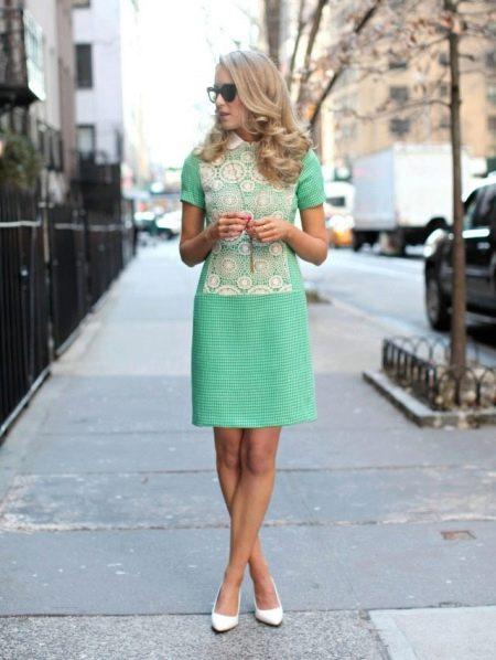 Платье с заниженной талией средней длины