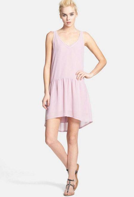 Короткое платье с заниженной талией с асимметричной юбкой