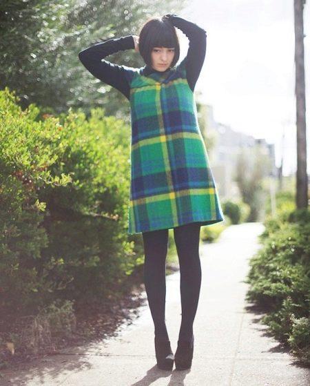 Шерстяное платье-сарафан в крупную зелено-черную клетку