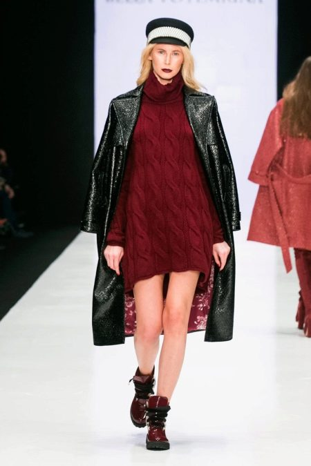 Шерстяное платье-свитер с косами