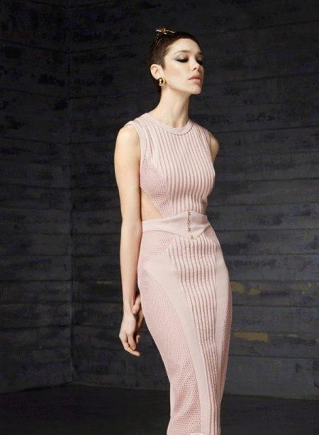 Шерстяное платье с вырезами