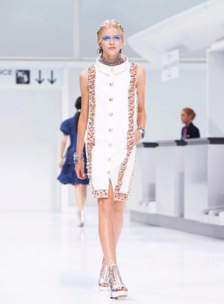 Белое шерстяное платье