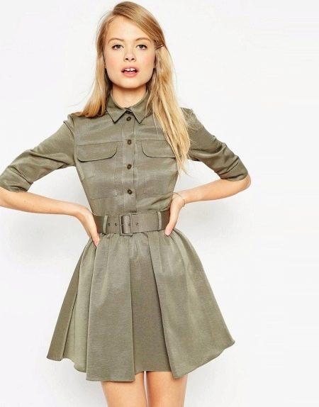 Короткое платье с пышной юбкой в стиле милитари