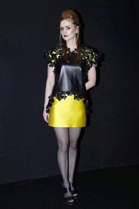 Платье из экокожи черно-желтое