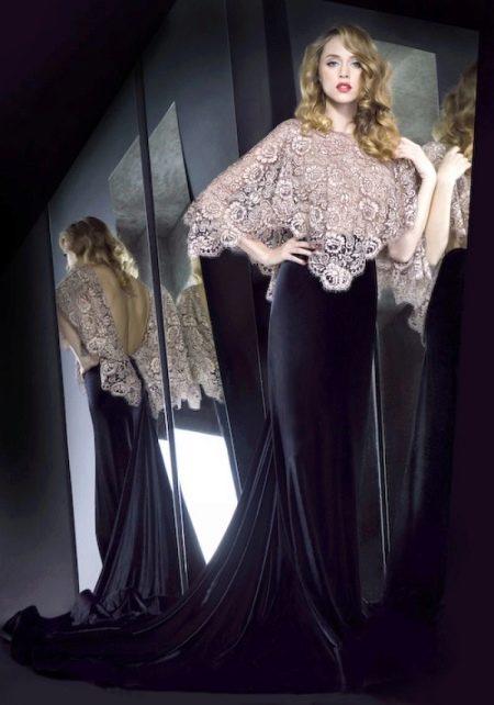 Закрытое платье с открытой спиной