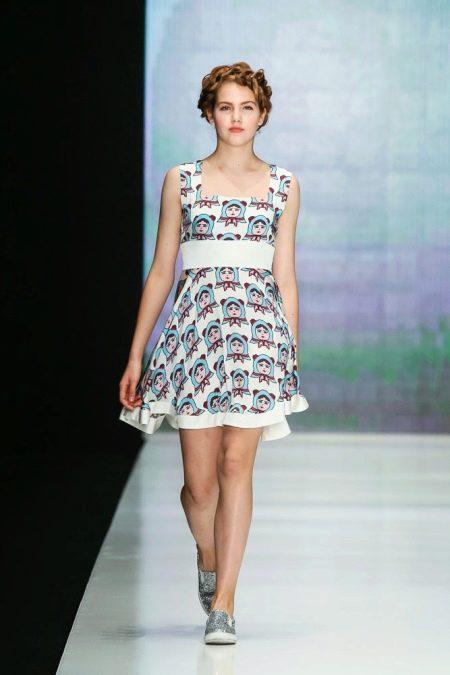 Приталенное платье короткое цветное