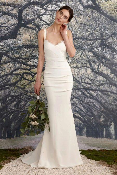 Приталенное  платье белое