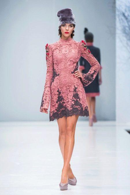 Приталенное  платье кружевное