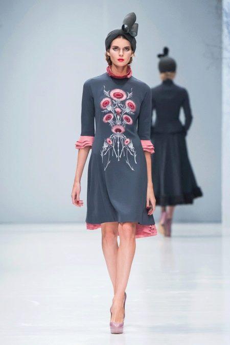 Приталенное платье рукавом три четверти