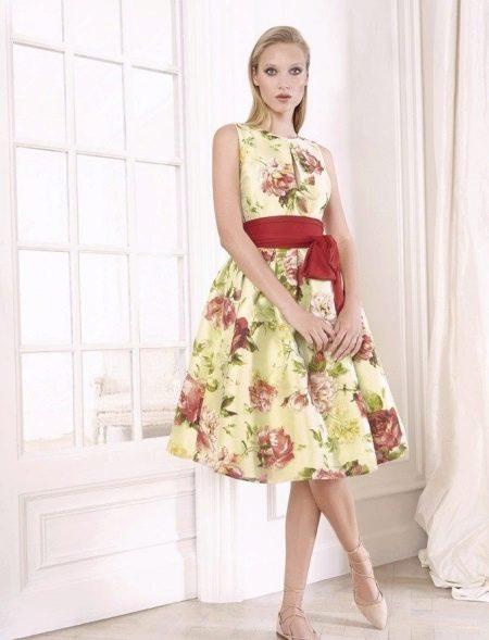 Приталенное  платье в стиле ретро