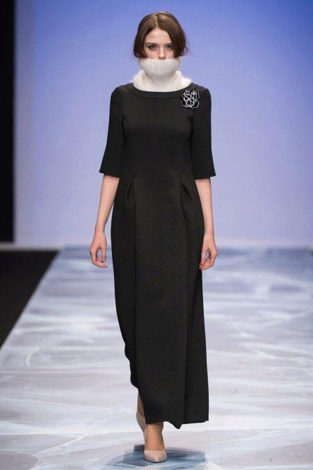 Зимнее платье с коротким рукавом