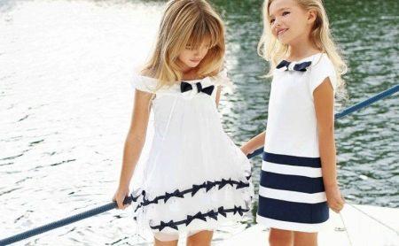 Летнее платье для девочки бело-синее