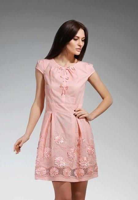 персиковое платье из батиста