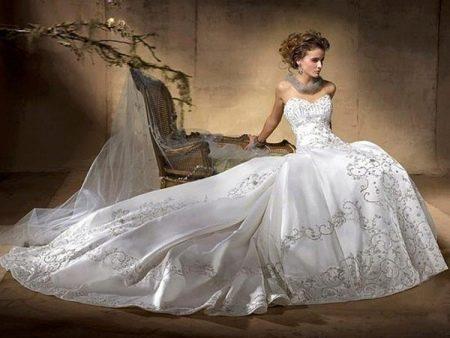 шикарное свадебное платье из парчи