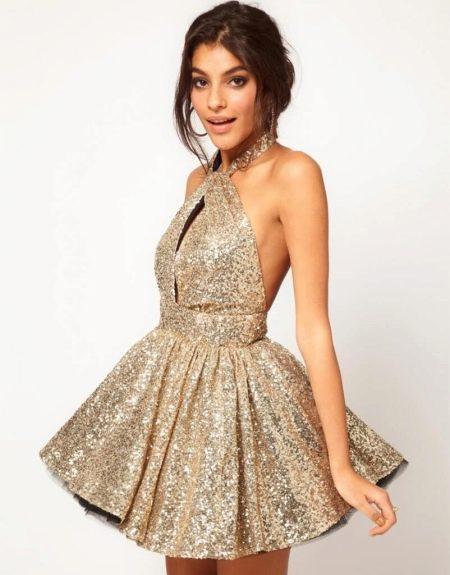 Блестящее платье из парчи