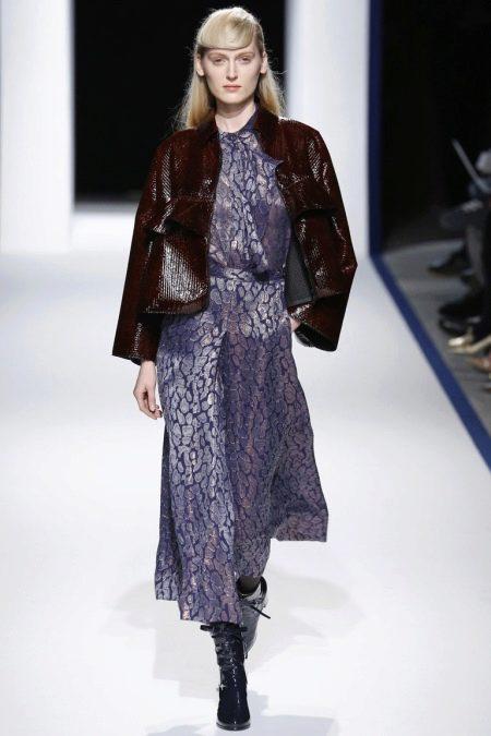 Коричневая кожаная куртка к длинному платью
