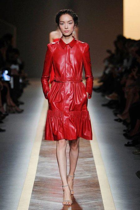 Украшения к красному  кожаному платью