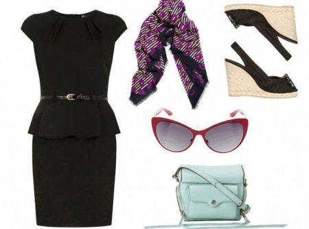 Аксессуары к черному платью-футляру
