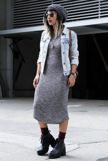 Джинсовая куртка к платью миди в стиле бохо