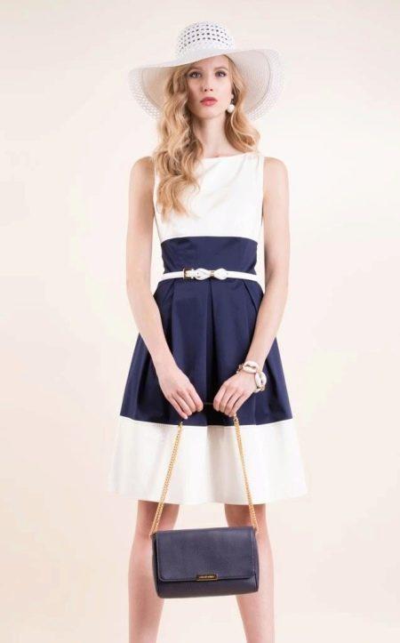 Образ в бело-синем платье