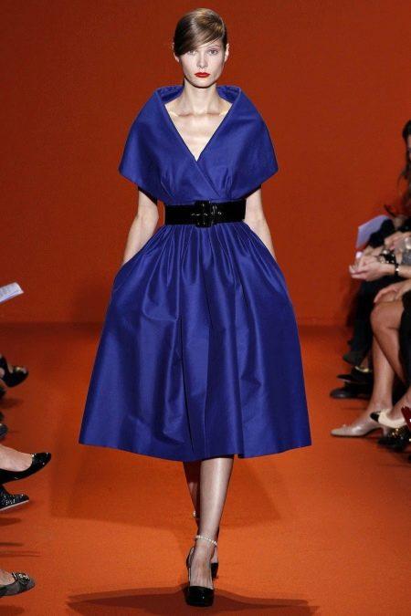 Черный пояс к синему платью