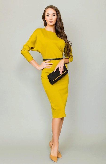 Желтое плотное платье