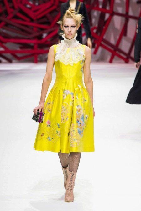 Сумка и обувь к желтому платью