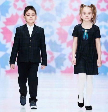Школьное платье для девочек до колен
