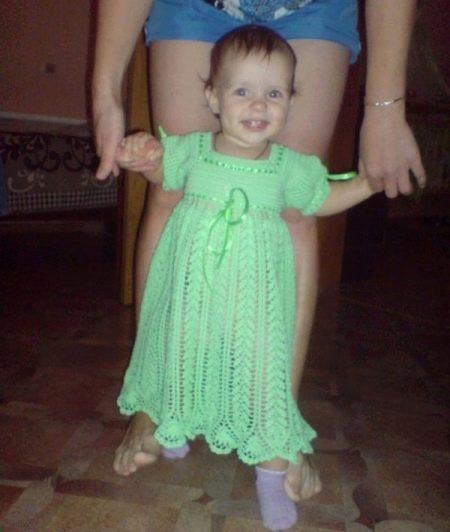 Украшение лентами вязаное платье крючком для девочки до 1 года