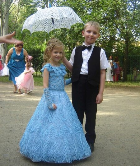 Вязаное платье крючком для девочки выпускное
