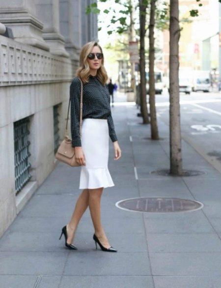 Прямая юбка с воланом лдоя офиса