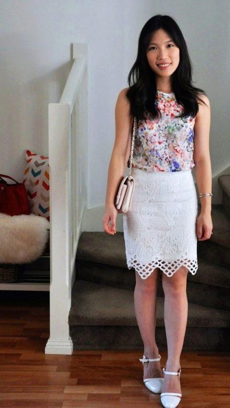 Белая юбка карандаш с блузка с цветочным принтом