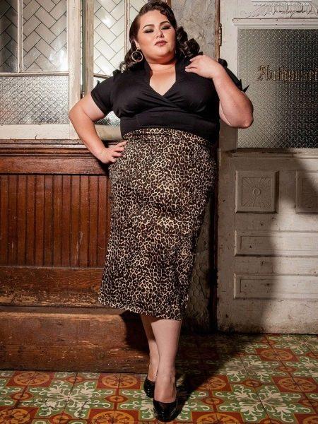 Длинная юбка карандаш не подходит  женщинам с фигурой типа яблоко и фигурой перевернутый треугольник