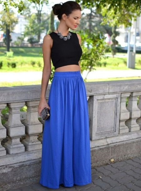 Длинная юбка полусолнце в сочетании с коротким топом
