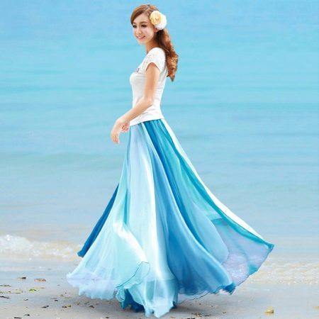 голубая юбка в пол градиентной окраски