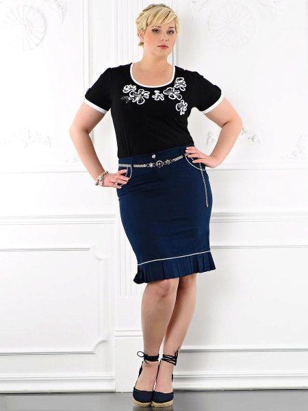 темно-синяя юбка с оборкой для полных женщин