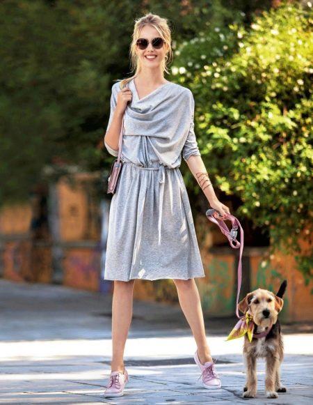 Прямое платье с драпировкой