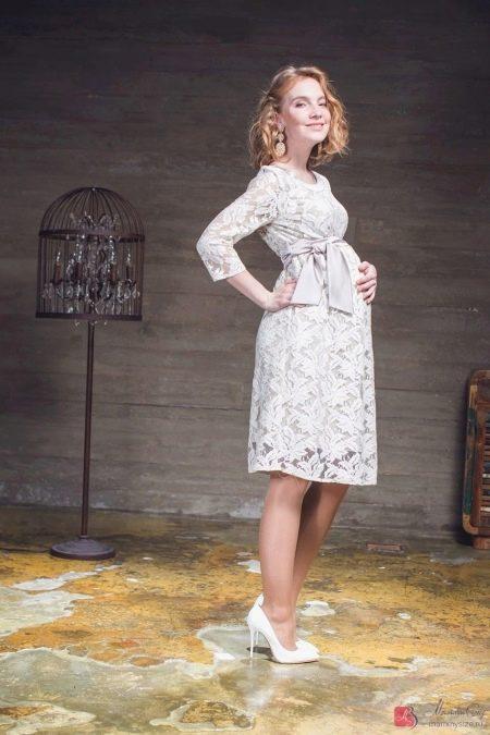 Свадебное платье для беременных из кружева