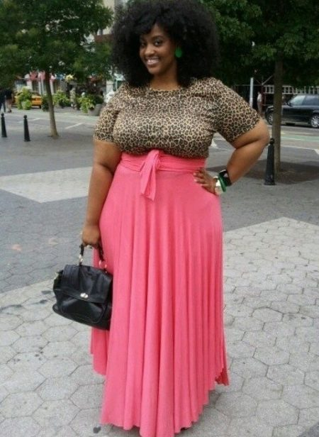 Длинная юбка для девушки с фигурой типа Яблоко