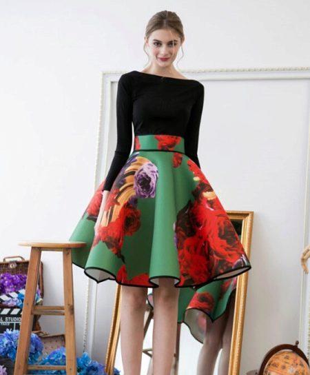 Коническая юбка с крупным цветочным принтом