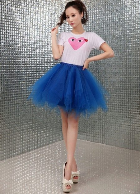 Короткая пышная синяя юбка пачка