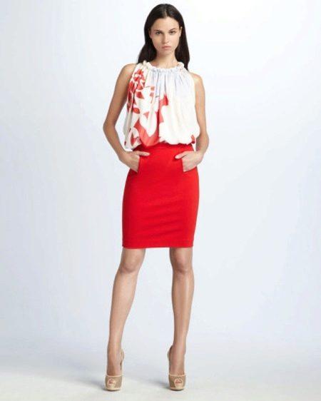 Красная юбка карандаш и юбка с принтом