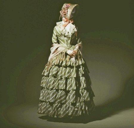 Многослойные юбки прошлых столетий