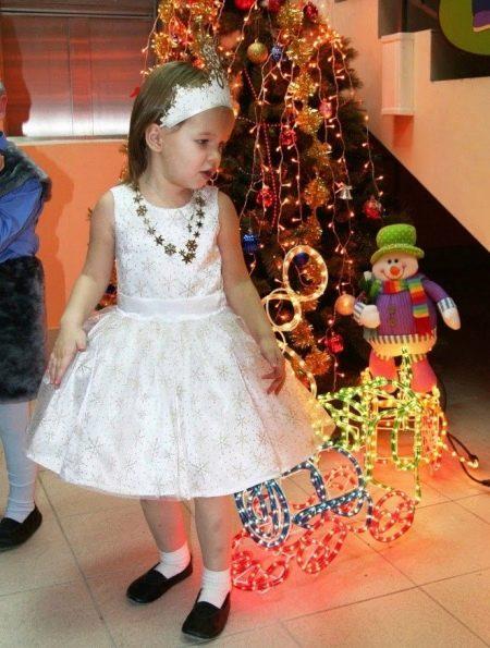 Новогоднее платье Снежинка с декором для девочки