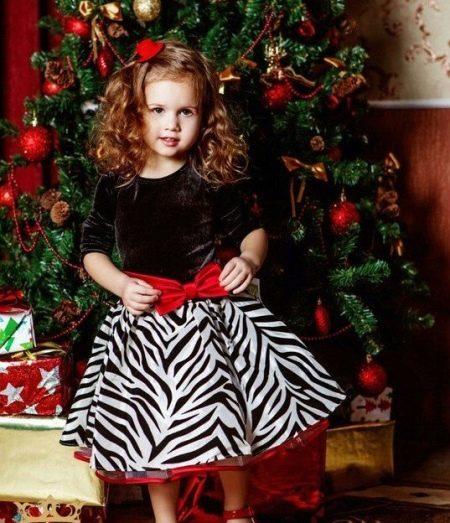Новогоднее платье для девочки черно-белое