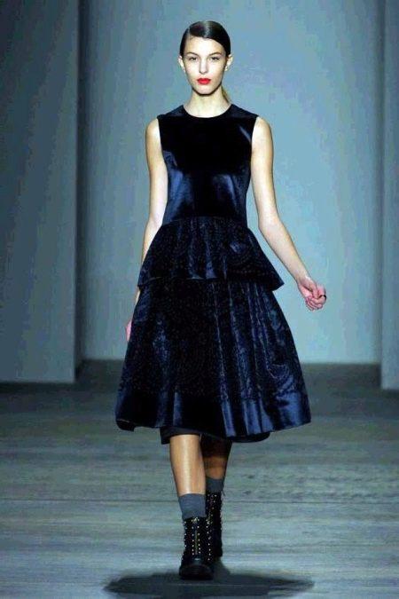 Платье из велюра А-силуэта