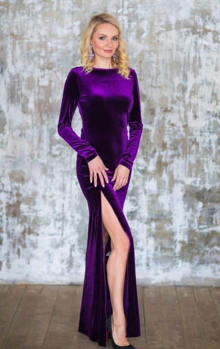 Платье из велюра закрытое с разрезом