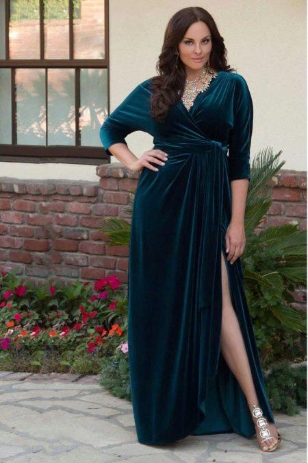 Платье из велюра с запахом для полных