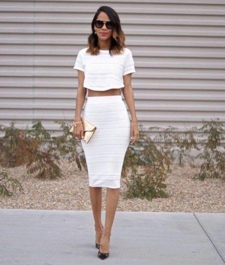 Белая юбка карандаш миди длины на лето